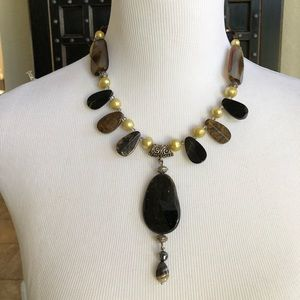 Short handmade necklace with stones and pearls